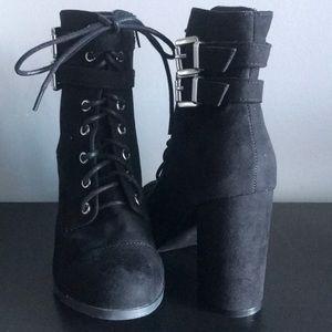Madden Girl 6.5 Like New Black Silver Buckles